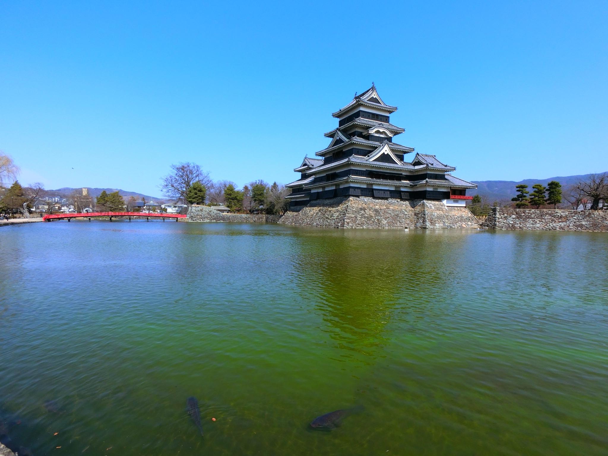 広角16mmの松本城